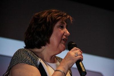 La professora Agustina Rico, presentant l'acte de cloenda
