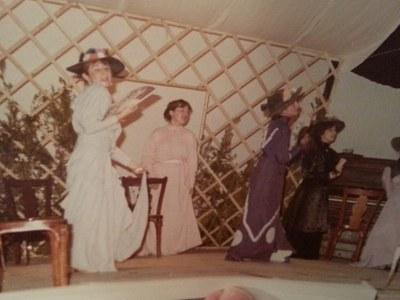 Fotografía de un momento de la representación de Doña Rosita la soltera del 14 de mayo de 1982