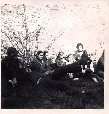 Alumnes de la promoció 73-74 a Sant Pere de Roda (el 10 de març de 1973)