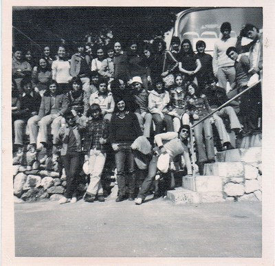 Alumnes de COU de la promoció 74-75, a Porto Cristo (Mallorca), en viatge de fi de curs