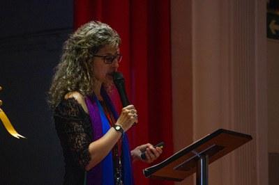 Sònia Torres, presentant el llibre del Cinquantenari