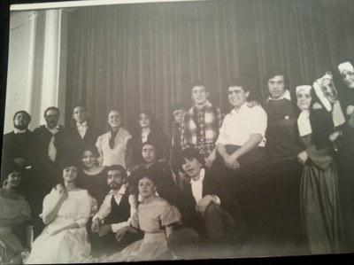 Grup de teatre d'alumnes de nocturn dirigit per la professora Trinidad Sánchez Muñoz